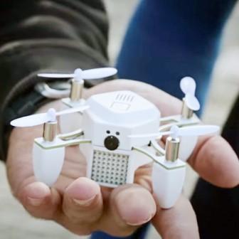 今注目の自撮りしてくれる無人飛行機型カメラ(ドローン)
