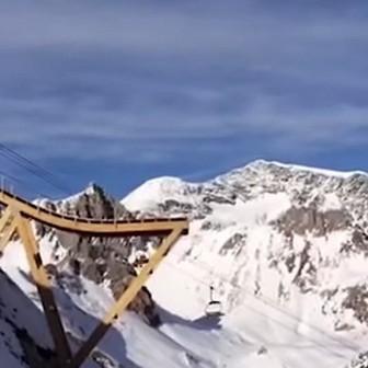 スノーボードとバンジージャンプの融合『Bungee Ramp』でアドレナリン5000%