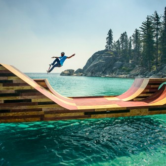 これは絶対楽しい!!水上スケートボードランプ