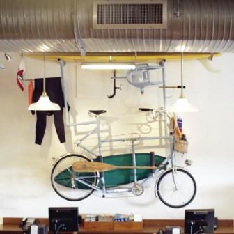 サーフボードとウェットとパンを積んだ夢のバイク