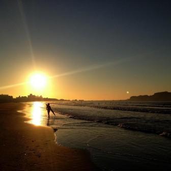 グッモーニ〜ン♪ パワーをいただく湘南の朝の太陽