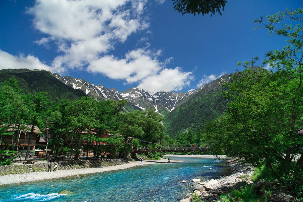 穂高連峰の絶景をながめるキャンプ地、長野の上高地へ
